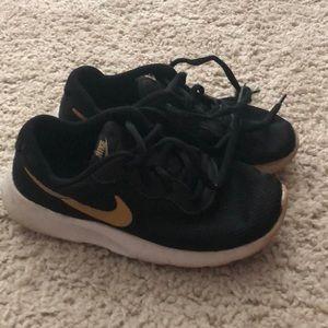 💕New Listing💕 Little Kid Nike Sneaks